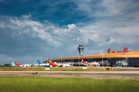 随着航空运输生产发展,合肥新桥国际机场站坪机位逐渐紧张