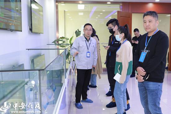 采访团走进安徽富乐德长江半导体股份有限公司