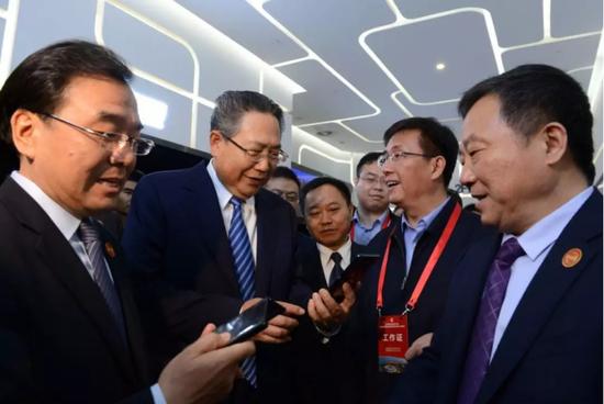 安徽省首个 合肥今晨售出第一部5G手机