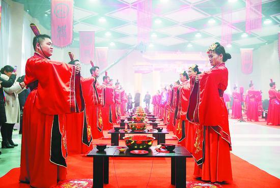 庐江县19对新人参加汉式婚礼
