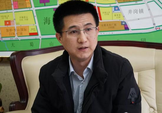 媒体采访蜀山经济开发区党工委书记、管委会主任韩东