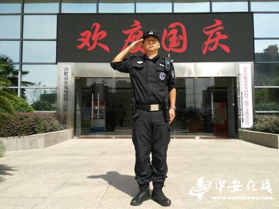 国庆期间民警在执勤