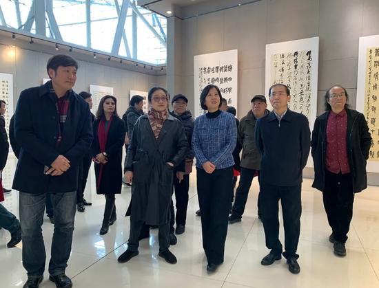 苏皖两省书协部分主席团成员及书画界部分代表参加开幕式并观展。