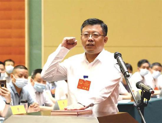 今天 章周中当选为桐城市市长