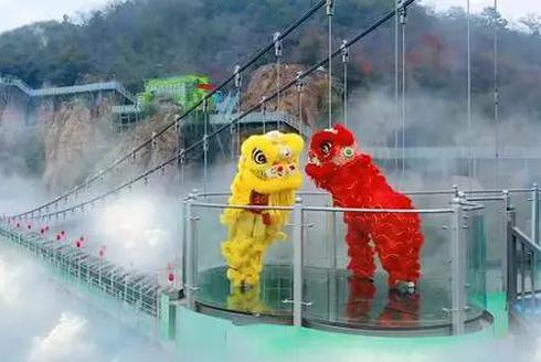 新年新挑战 马仁奇峰新玻璃桥新玩法
