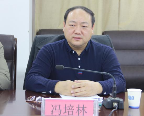 安徽省开发区协会常务副秘书长冯培林主持会议