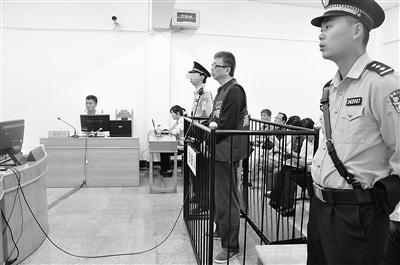 图为淮南市八公山区环境保护局原局长叶东勋受审。资料图片