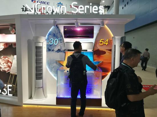 图为格力新品展区,全能王系列空调