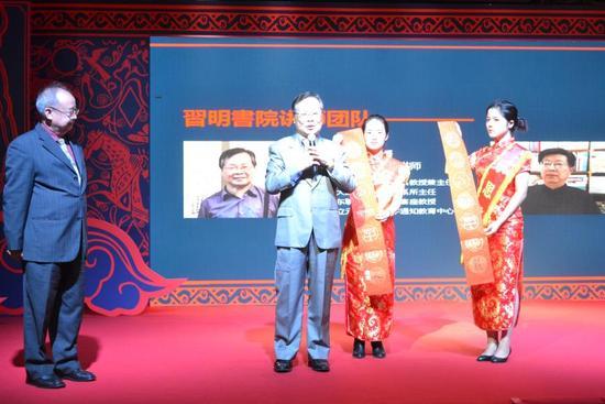 習明书院院长朱荣智先生致辞并介绍讲师团队