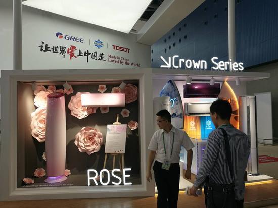 图为格力新品展区,左边是玫瑰-Ⅱ空调