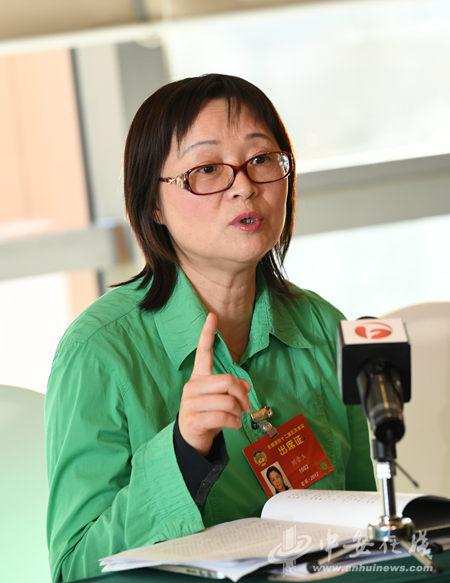 刘荣玉委员接受采访