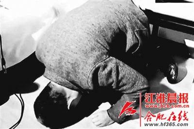 3月20日晚,奥凯电缆法定代表人王志伟下跪道歉。(资料图)