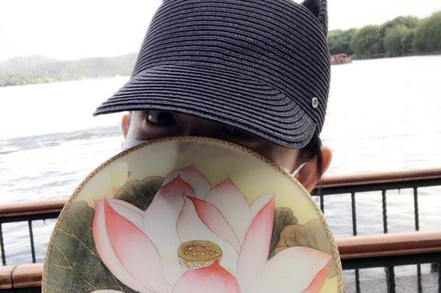 谢娜宣布怀孕后首露脸 游西湖不忘与张杰跨国传情