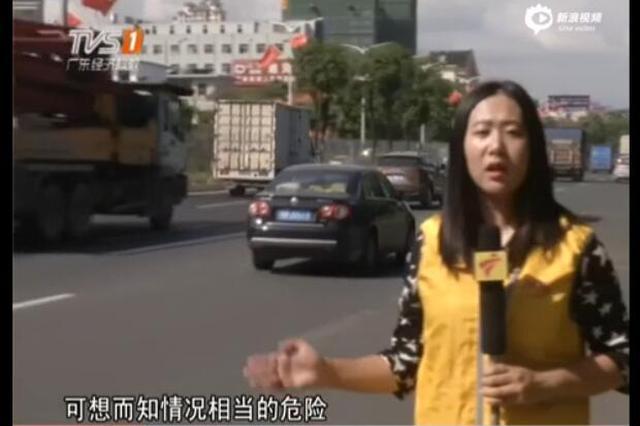 女子骑车马路晕倒 巡逻队员相救