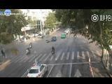 撞了 两辆车一个闯红灯 一个闯黄灯