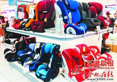 商场里的儿童安全座椅并不是畅销品。