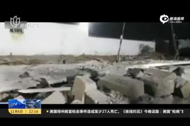 一栋两层民房拆除时坍塌 4人被困
