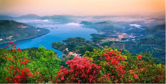 霍山县屋脊山全景(图源:六安市文化和旅游发布)