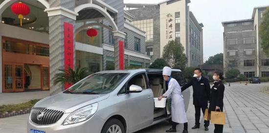 """九华旅游西峰山庄、大九华宾馆开通""""疫情服务直通车"""" 为市民提供平价餐饮"""