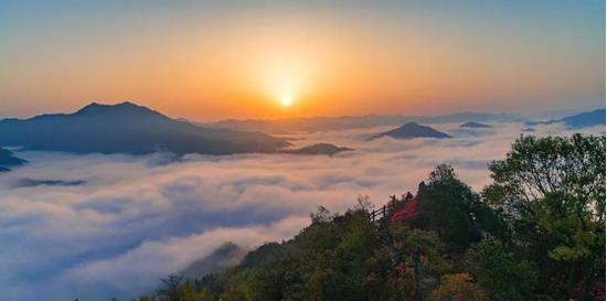 霍山县屋脊山日出美景(来源:霍山微旅游)