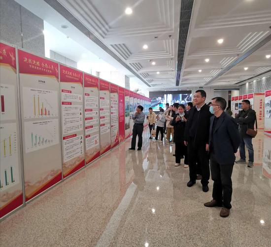 安徽省水利厅党员代表观看展览