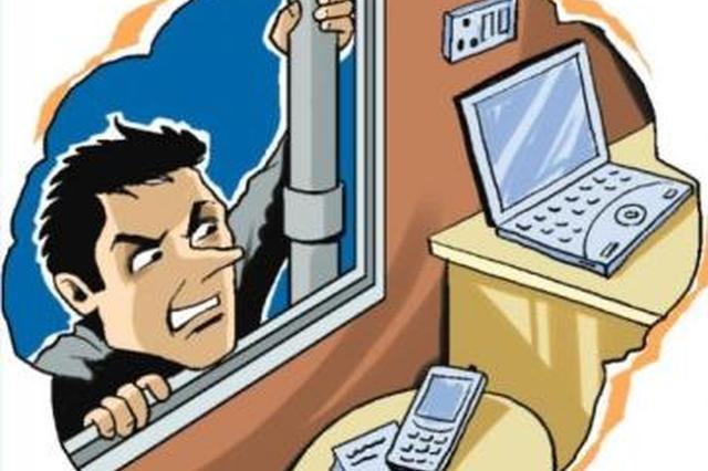 小偷行窃完在主人家吃喝 被发现后继续躺床上