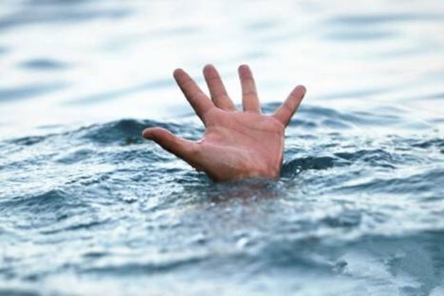 老人散步时坠河溺亡 河道管理者赔偿三万