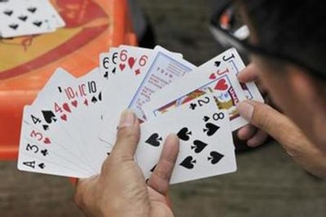 围观打牌捡人钱 致人重伤被起诉