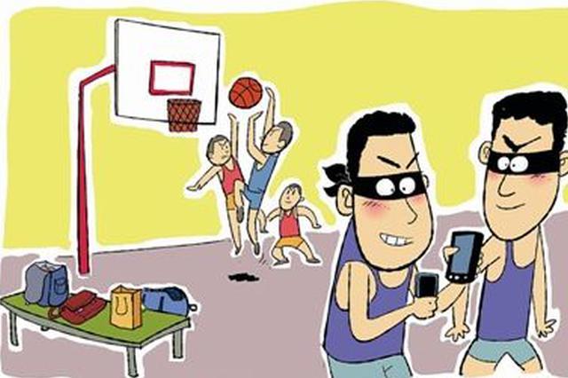 男子趁学生打篮球实施盗窃 被铜陵警方抓获