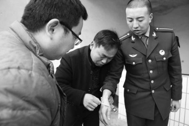 安徽省9名官兵下乡扶贫时奋勇灭火成佳话
