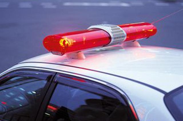 高烧抽搐情况紧急 交警连闯10个红灯救幼儿