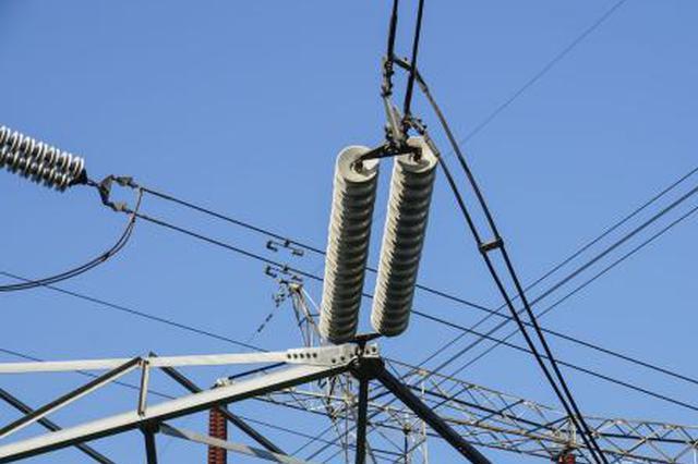 安徽工人完成世界首次±1100千伏带电作业试验