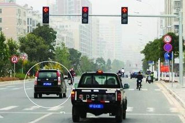 """货车""""闯""""15个红灯只为救人性命"""