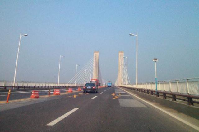 芜湖长江大桥路灯开始检修