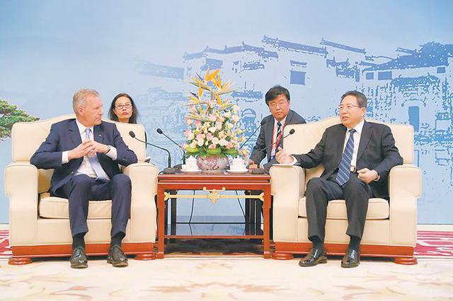 李锦斌会见武尔夫等全球中小企业联盟代表