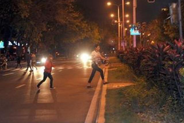 老人横穿公路被撞倒 交通肇事者逃逸10余天后落网