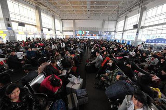 芜湖火车站迎今夏首波客流高峰