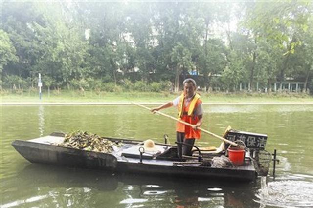 南淝河水生态有望更健康 清洁工一天捞出一吨垃圾