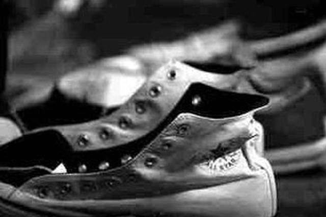 """流浪汉""""偷鞋"""" 竟意外寻到亲人"""