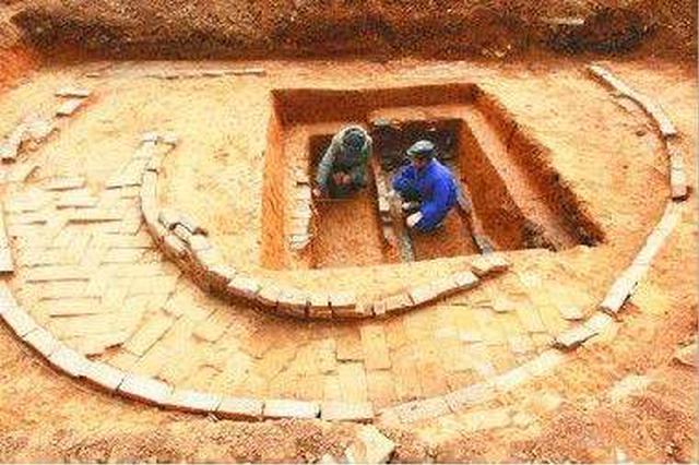 安徽一座大墓出土20本失传古籍墓主是曹操的名将