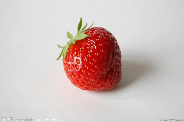 长丰县:重建草莓大棚 种下美好希望