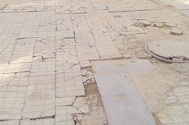 人行道地砖破损 影响市容市貌