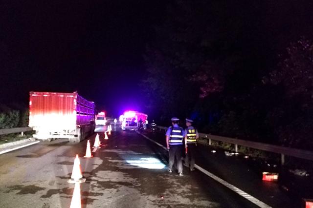 危化品货车高速自燃 无人员伤亡