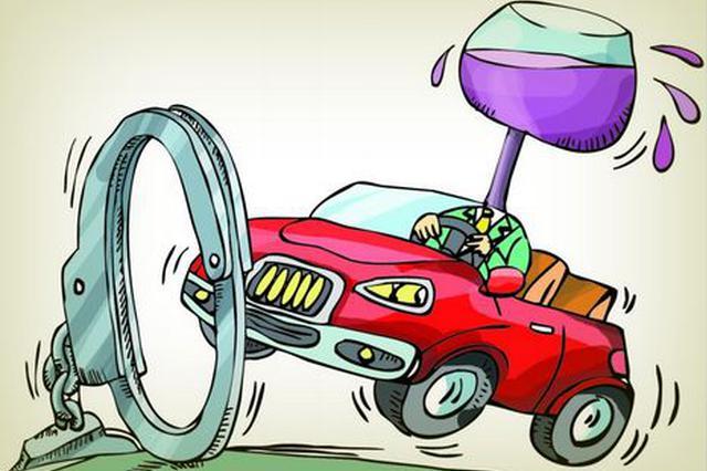 酒驾司机为逃避处罚欲跳高架 交警眼疾手快一把抓住