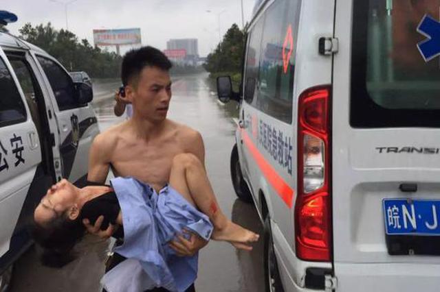 """安徽这位辅警""""警容不整""""网友却给他点赞"""