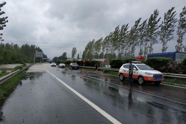 """闻""""风""""而动 安徽省公路系统全力抢通受灾道路"""