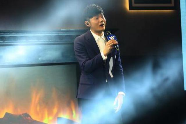 李荣浩帮唱脖子律动引热议 本人回应:没事勿念