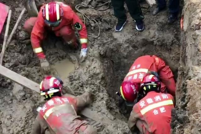 """塌方了二十分钟的土堆里 突然传来一声""""救命"""""""