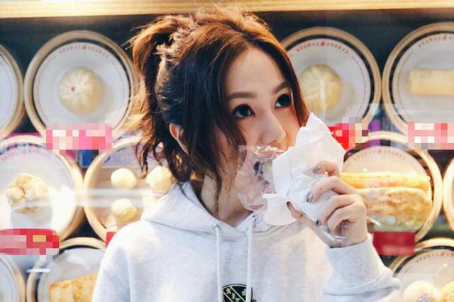 邓紫棋台湾享美食笑容甜美 大口吃油条不惧长胖