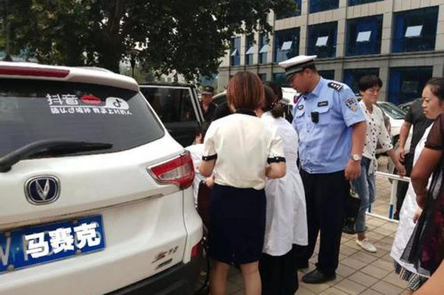 孕妇转院途中急产 当地警方紧急驰援